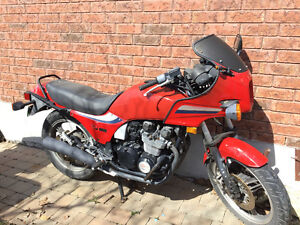 Moto Yamaha gpz 550 à vendre pour les pièces
