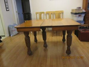 5 Legged Antique Dining Room Table & chairs