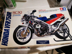 Tamiya 1/12 Honda VFR750 motorcycle (Missing parts)
