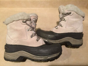 Girls The North Face Waterproof Winter Boots Size 4 London Ontario image 6