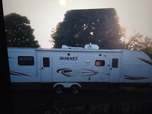 32ft keystone hornet camping trailer  London Ontario image 1