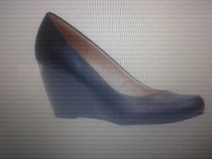 Ladies wedge pump