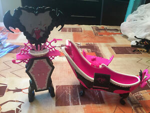 Monster High Draculara's Bath and Vanity Christmas