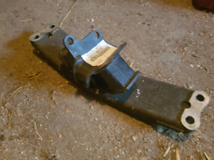 R154 transmission mount and crossmember