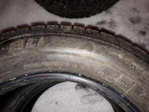 4 pneus d'hiver de 16 pouces,marque Blizzak
