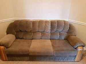 URGENT - FREE COUCH