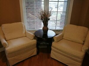 loves seat set with coffee table @$280
