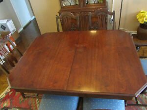 REDUCED PRICE FOR QUICK SALE: QUALITY WOOD DINING ROOM SET