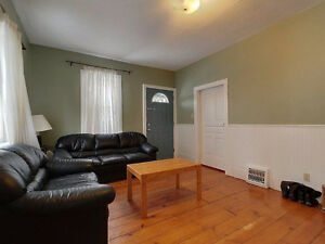 [Fall] 5 BDroom House WALK DISTANCE TO BOTH UNIVERSITIES