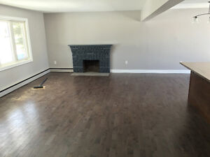 *BEAUTIFUL CENTRAL 3BRM APARTMENT (HEAT&LIGHTS INCLUDED)*