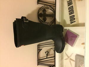 Brand new Hunter boots w wide calves extender w socks