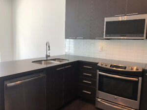 FOR LEASE: 2 bed + Parking TOWNHOUSE Condo