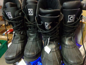 Altimate snowmobile boots in size 6 & 10 - recycledgear.ca