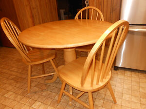 TABLE ROUND W/ FOLDING SIDES
