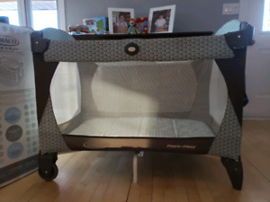 Playpen and bassinet combo