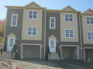 June Almost new townhouse, pet friendly on safe street (Garage)