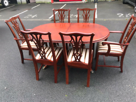 Mahogany Extendable Dining Table and 6 Chairs (excellent condition)
