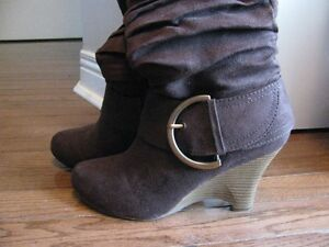 Women's Size 7 Brown Wedge Heel Boots