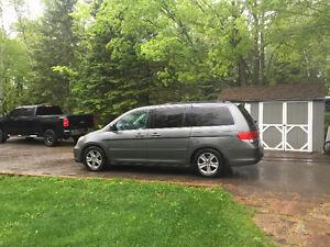 2008 Honda Odyssey Touring Minivan, Van