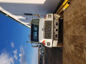 1999 freightliner tandem truck with steel flat deck and wet kit