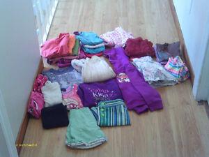 Vêtements pour file 4-5 ans, bonnes marques, en bonne condition.