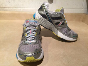 Women's New Balance 860 V4 Abzorb Running Shoes Size 11 London Ontario image 6