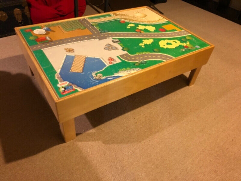 Solid wood thomas train table with double-sided activity board