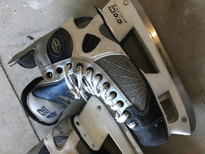 Mens Size 11 CCM Hockey Skates