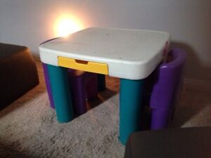 LITTLE TYKES TABLE & chairs