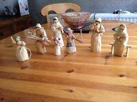 8 rear straw antique collectors dolls in good con