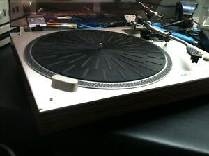 Vintage AKAI turntable.. RARE FIND..