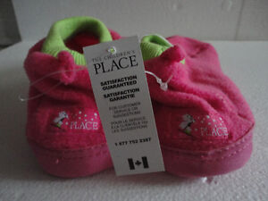Brand new with tags kid's fleece slippers shoes size 3-4 Pink London Ontario image 2
