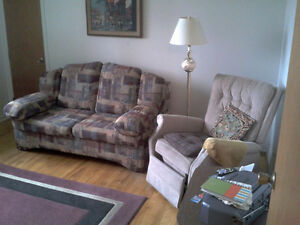 sofa lit/ pull out couch & fauteuil/ arm chair