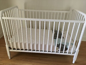 GRANDPARENTS MOVING - MUST SELL CRIB/MATTRESS