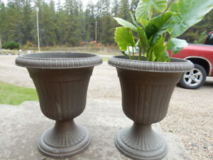 Do you need a Pinterest Project?Spray paint these Urns!