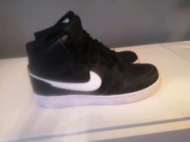 Nike Ebernon mid basket ball trainers size 6