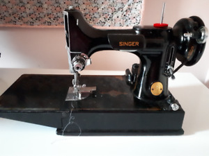 Singer 221 Portable Featherweight Sewing Machine