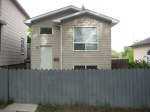 3 Bedrooms! Double garage! Pet friendly! 226 Avenue I North