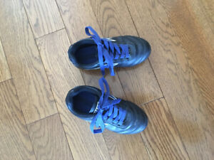 Kid's Soccer Cleats - Size 10