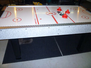6' Air Powered Hockey Table - Excellent Condition Kingston Kingston Area image 6
