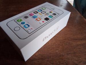 *Apple Warranty* Silver iPhone 5s Fido