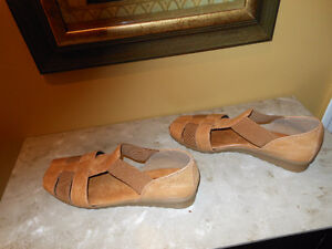 New Women's Leather Shoes - Size 8-1/2