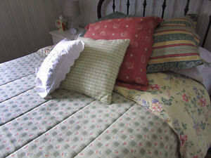 Comforter Town&Country QUEEN with Euro cushions West Island Greater Montréal image 1