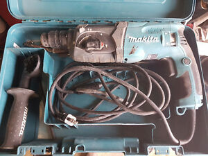 Makita 11/16-inch Rotary Hammer - excellent condition