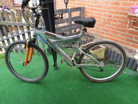 Triumph suntour mountain bike