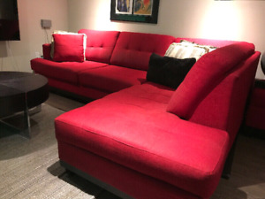 Sectional w/ large storage ottoman