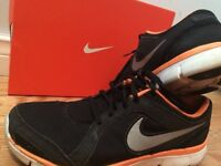 NIKE SHOES SIZE 9.5