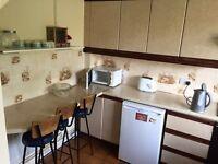 Good size double room in Roehampton ...£150 pw(bills inc)