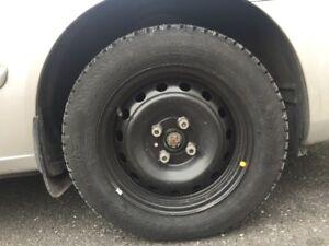 Pneus hiver Nokian cloutés et roues 14 pouces