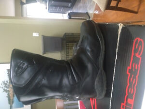 Motorcycle boots and tank bag